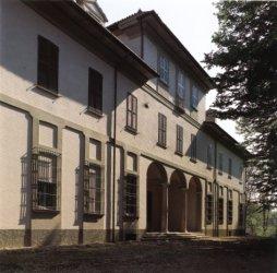 Visione frontale di Villa Giulini